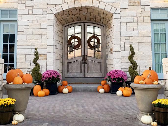 front-porch-halloween-decor