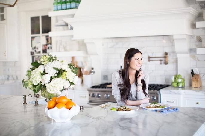white-kitchen-with-marble-backsplash