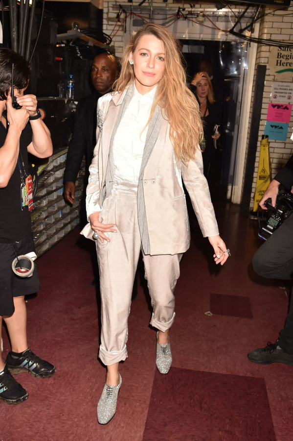 19_MTV_VMA_2018_blake_lively_leaving_Brunello_Cucinelli