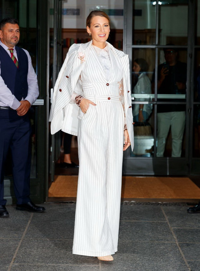8_simple_favor_blake_lively_Zimmerman_New_York_Aug